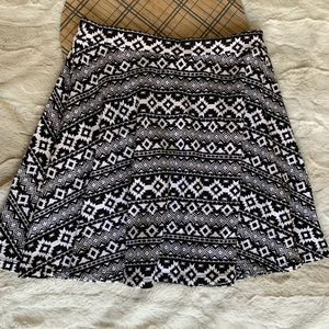 DIVIDED by H& M Black and White Print Mini Skirt